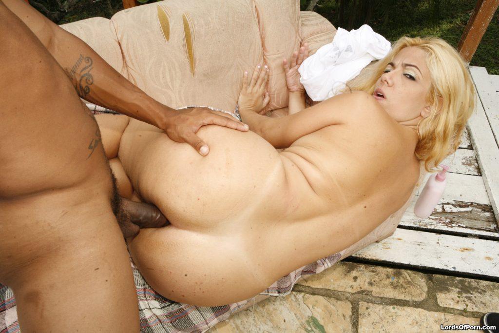 Brenda Werner rebolando na caceta