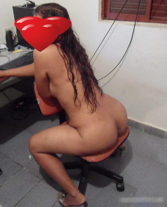 Esposa gostosa adora se exibir na webcam