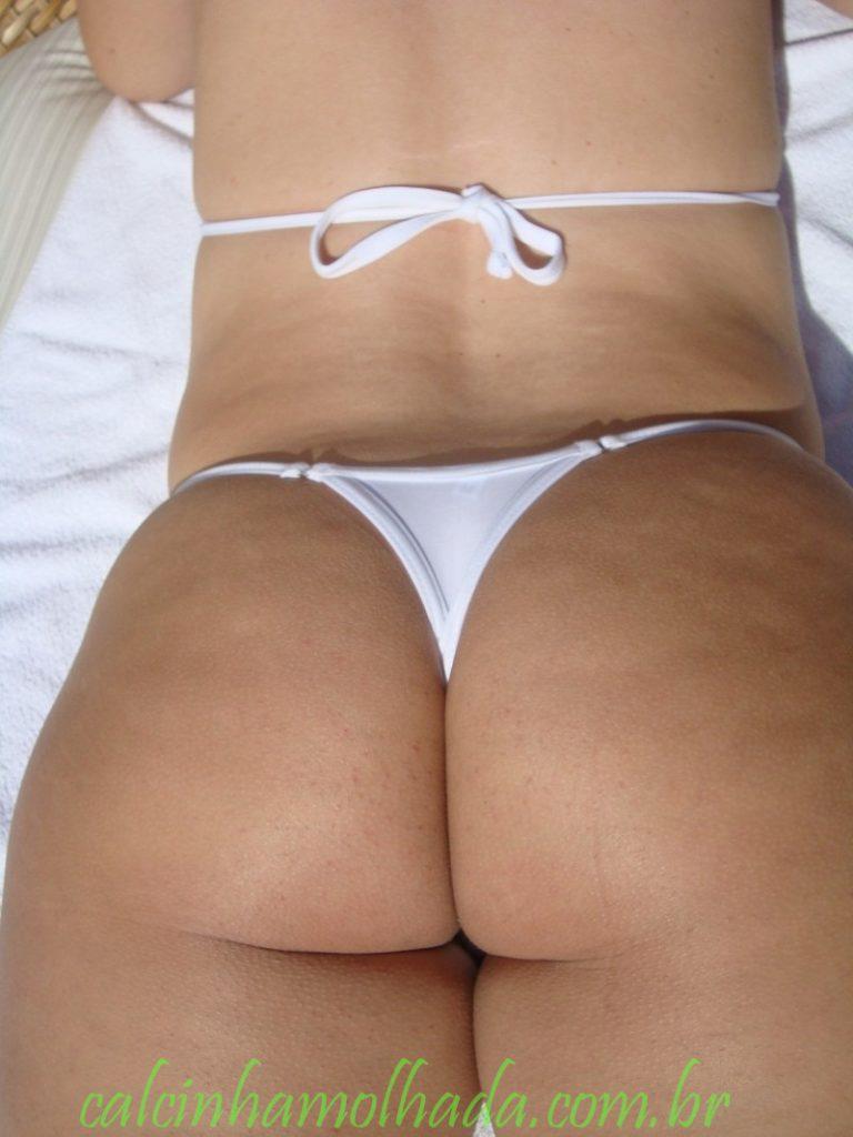 Casada gostosa mostrando seu biquini branco