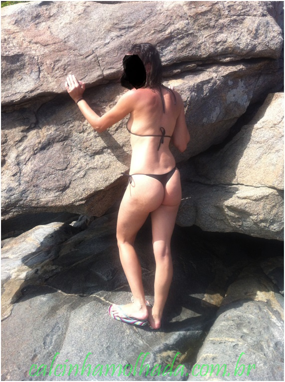 Magrinha tirando onda na praia