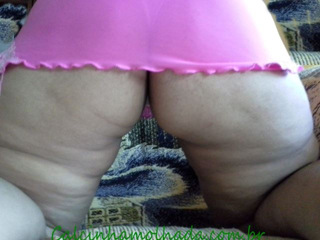 Coroa bunduda de lingerie rosa
