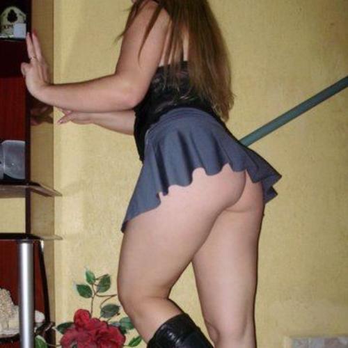 Dona de casa boazuda mostrando suas belíssimas curvas