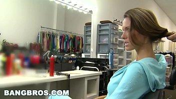 Safada no cabeleireiro transando gostoso