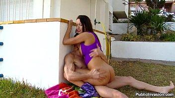 Mulher linda transando com amador